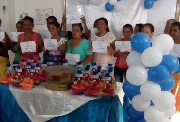 """Entrega de Certificados a participantes de Red Unidos en capacitación en """"Emprendimiento y Asociatividad"""""""