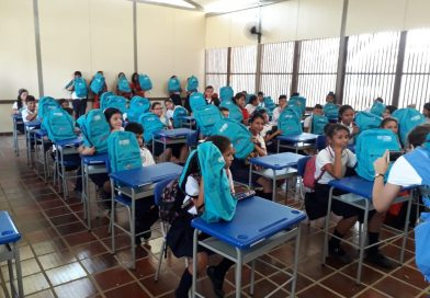 Se entregaron 50 Kits escolares en el Megacolegio La Frontera
